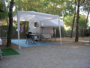 Independend-with-tent